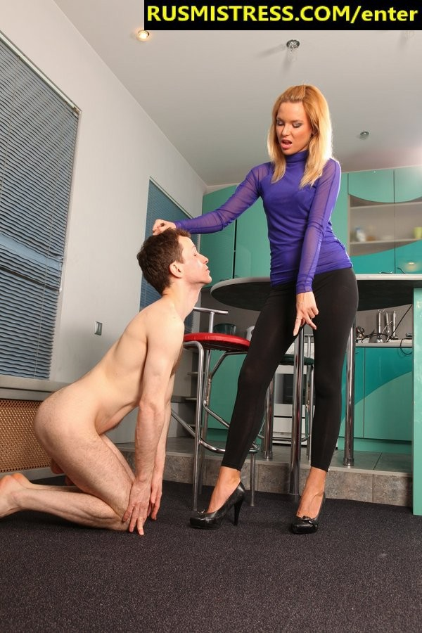 She pees into his mouth and he drinks it like sweetest juice - Russian Mistress update