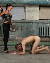 Young babe has lots of fun while dominating her male slave