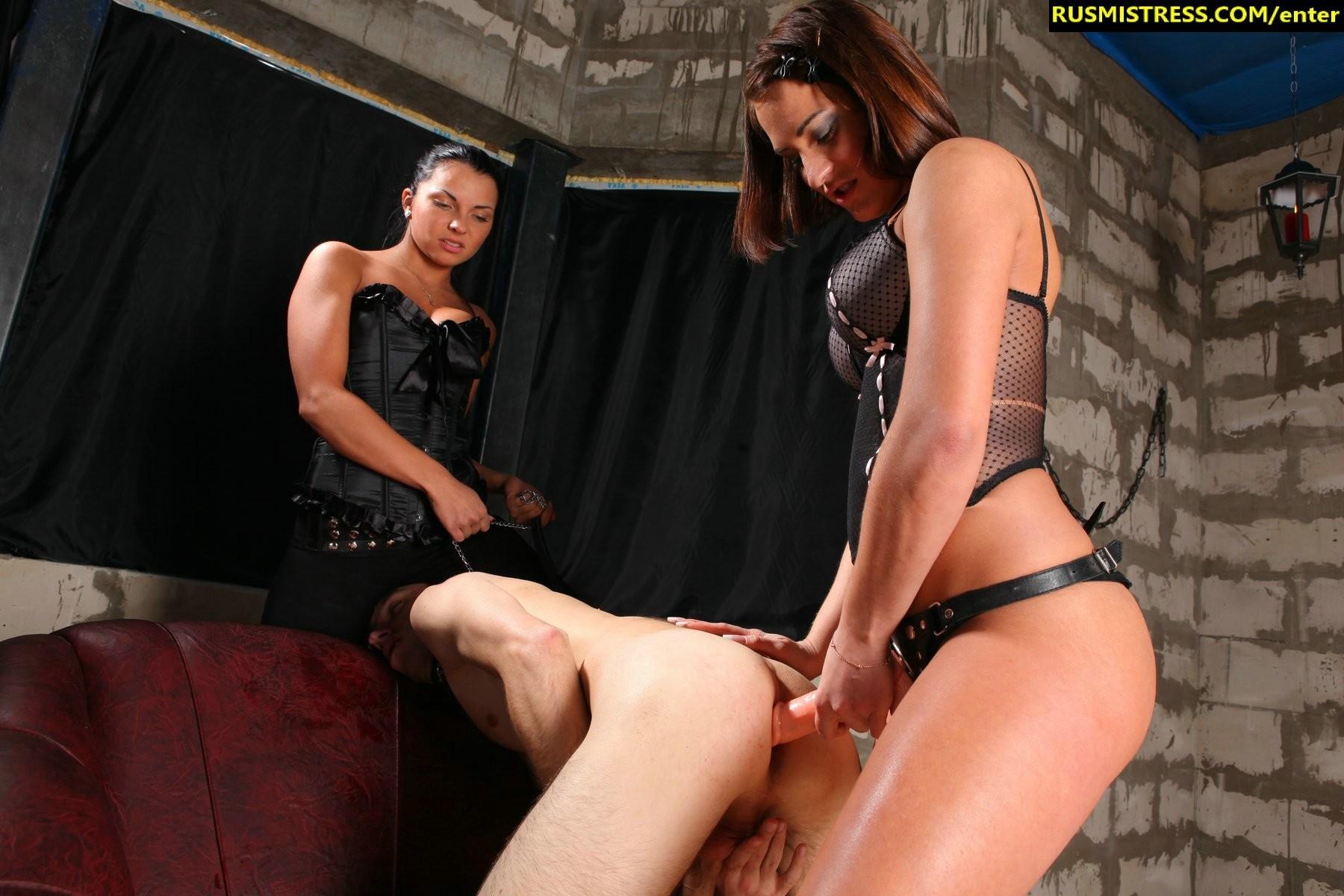 Kinky girls love facesitting 7