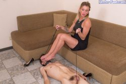 Blonde mommy gets her feet worshipped
